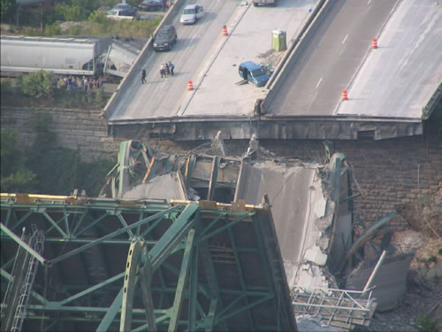 Minn Bridge Collapse - http://littlegreenfootballs.com/weblog/pictures/20070801MinnBridge01.jpg